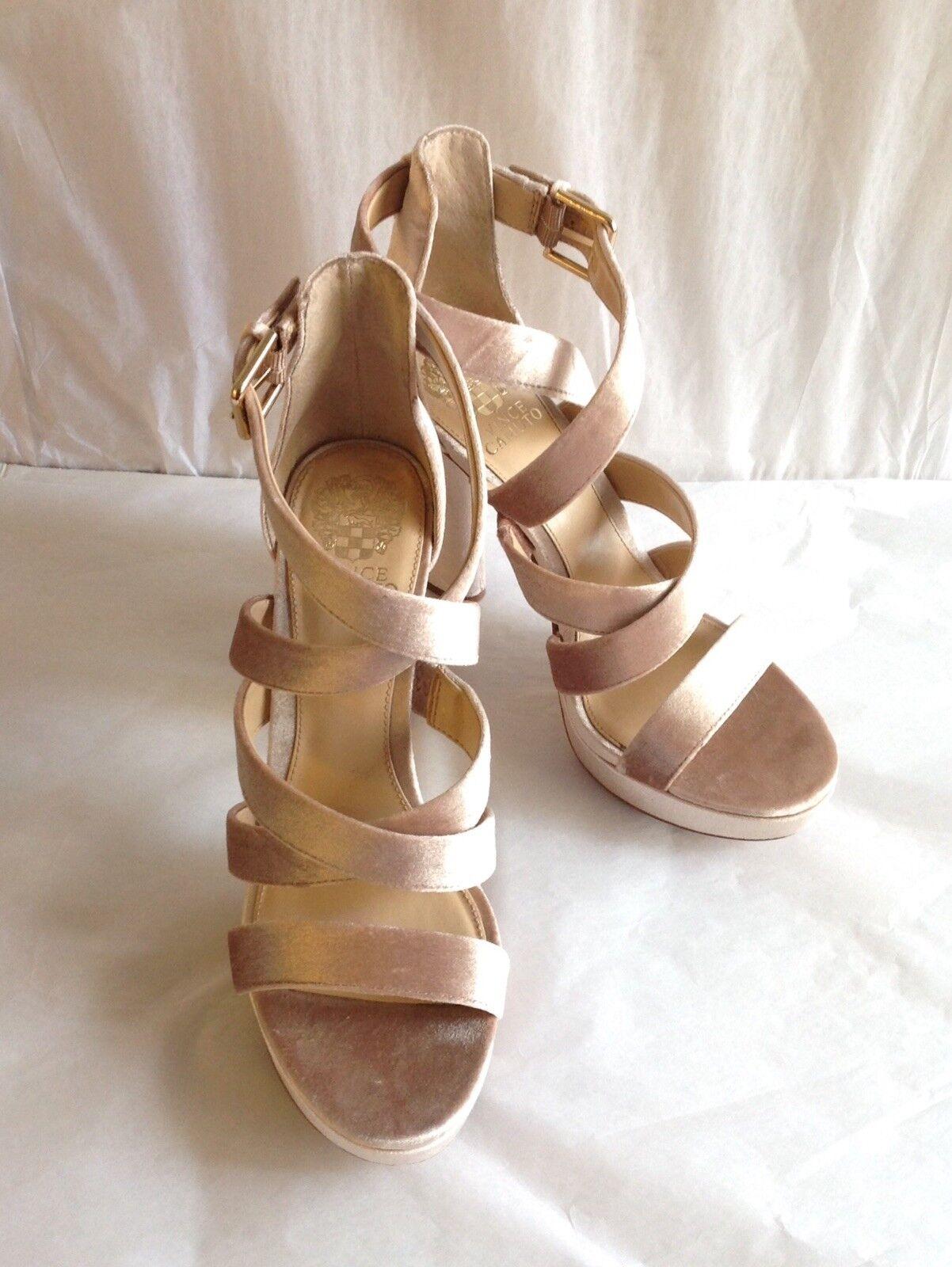 Vince Camuto  Velvet Platform Heels, Größe 9M