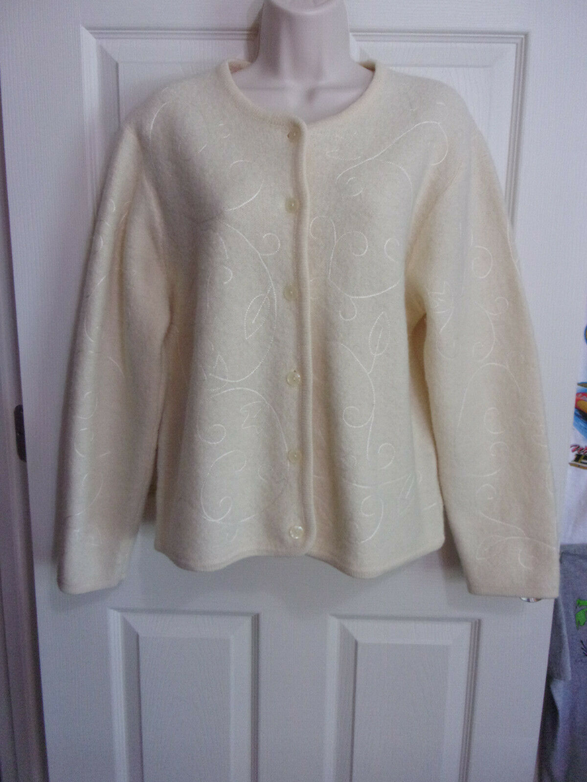 Vintage Pendleton Button Cardigan Sweater~Wool~Ivory With Embroidery~Women's L