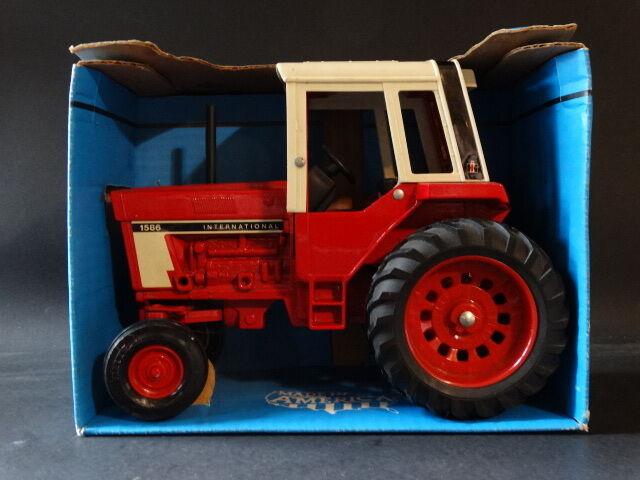 ERTL farm country Vintage 1976 International 1586 tracteur avec cabine 1 16 DIECAST MODEL