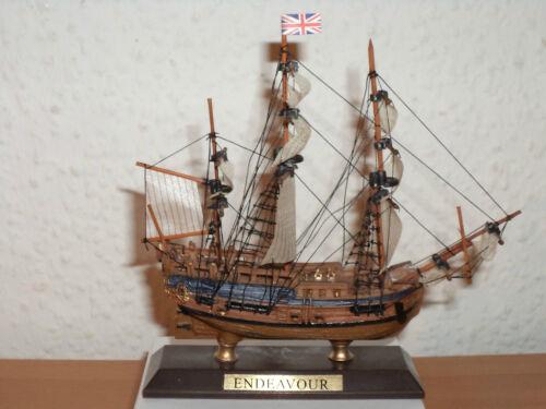 Sammlung Collection Schiffsmodell ENDEAVOUR aus Kunststoff und Holz #12