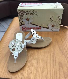 Ladies White Toe Post Sandals Size 6