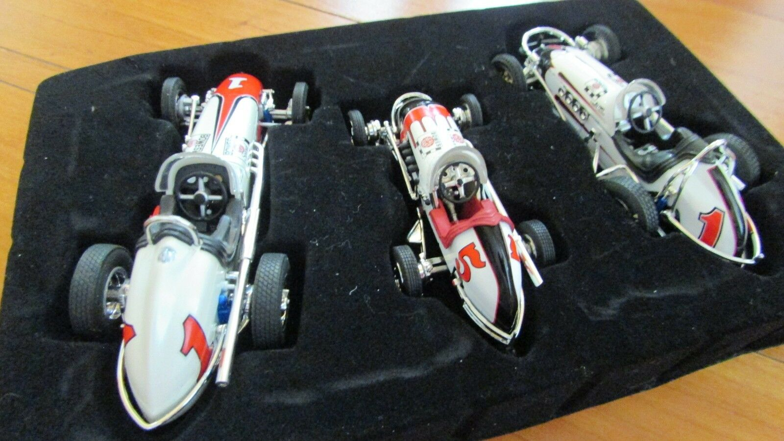 GMP 1 43 A.J.Foyt 3 dirt race car set Bowes Seal Fast limited ed. wooden box COA