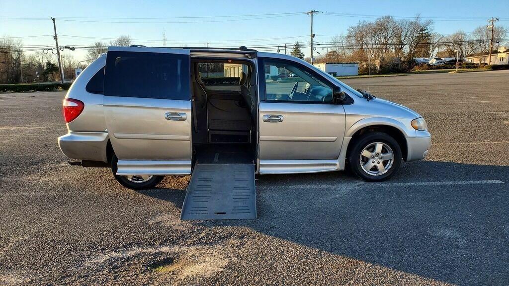 2006 Dodge Grand Caravan SXT 4dr Extended Mini Van