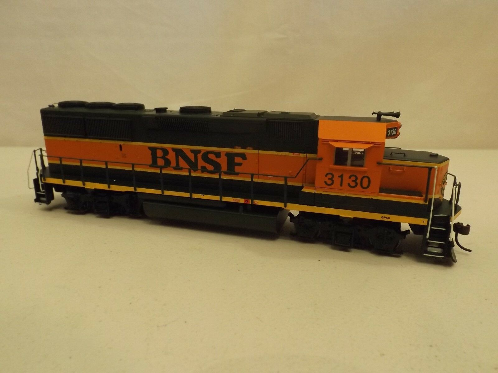 HO Athearn BNSF GP50 diesel engine in original box