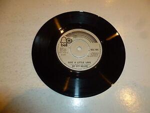 BAY-CITY-ROLLERS-Give-A-Little-Love-1975-UK-7-034-vinyl-single