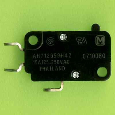 8× Panasonic AH712059H42 SPDT MICROSWITCH 15A 250VAC PLUNGER TYPE SOLDER TABS †