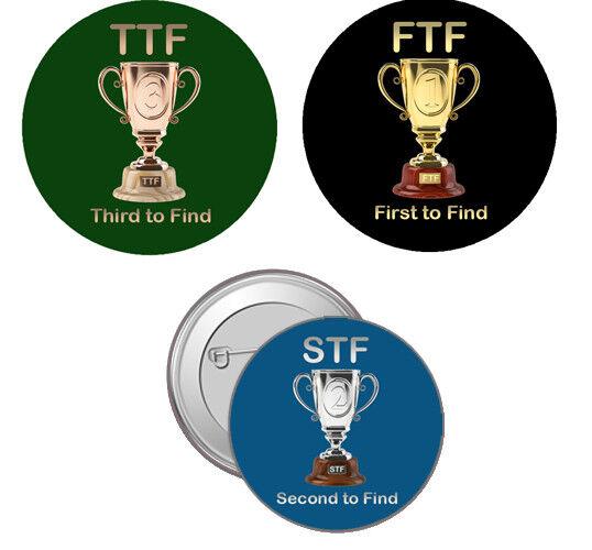 3er Set FTF,, STF, TTF Buttons Pour Geocaching promulgués erstfinder GEOCACHE promulgués Geocaching échange 6c08de