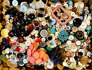BUTTONS-HUGE-Lot-TEN-POUNDS-Vintage-Sewing-Buttons-10lb-Estate-Sale-Mix-10PD7