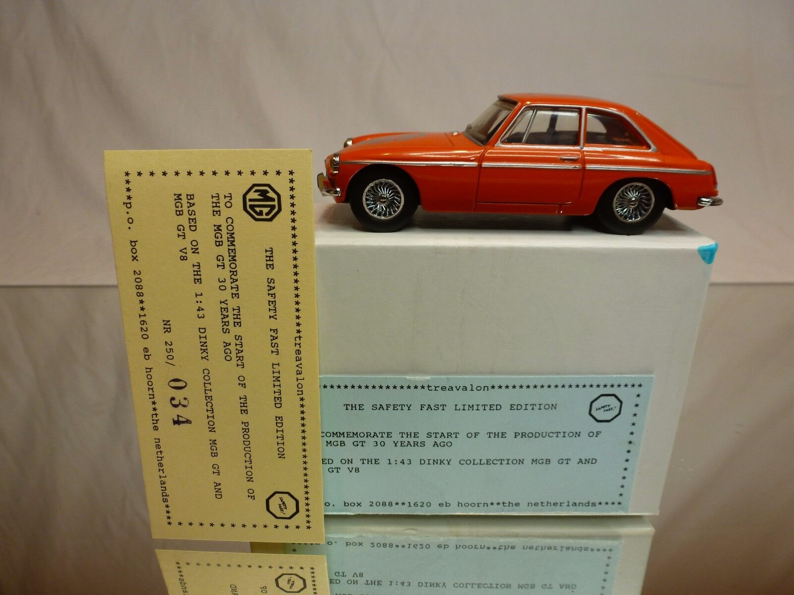DINKY TOYS DY CODE 3 MODEL PROMO - MGB GT 1965 - SAFETY FAST LIMITED EDITION