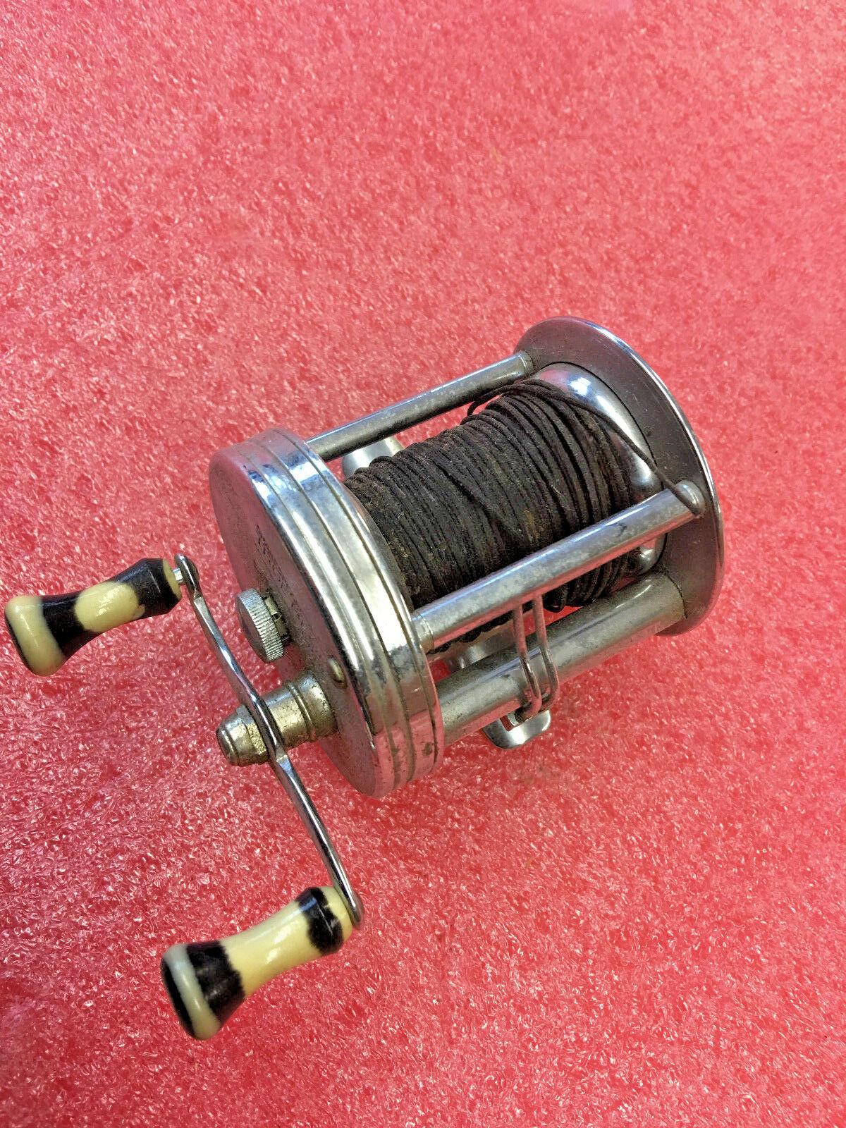 FT2 Vintage SHAKESPEARE TRUE blu 1956 EH fishing REEL AWESOME condition