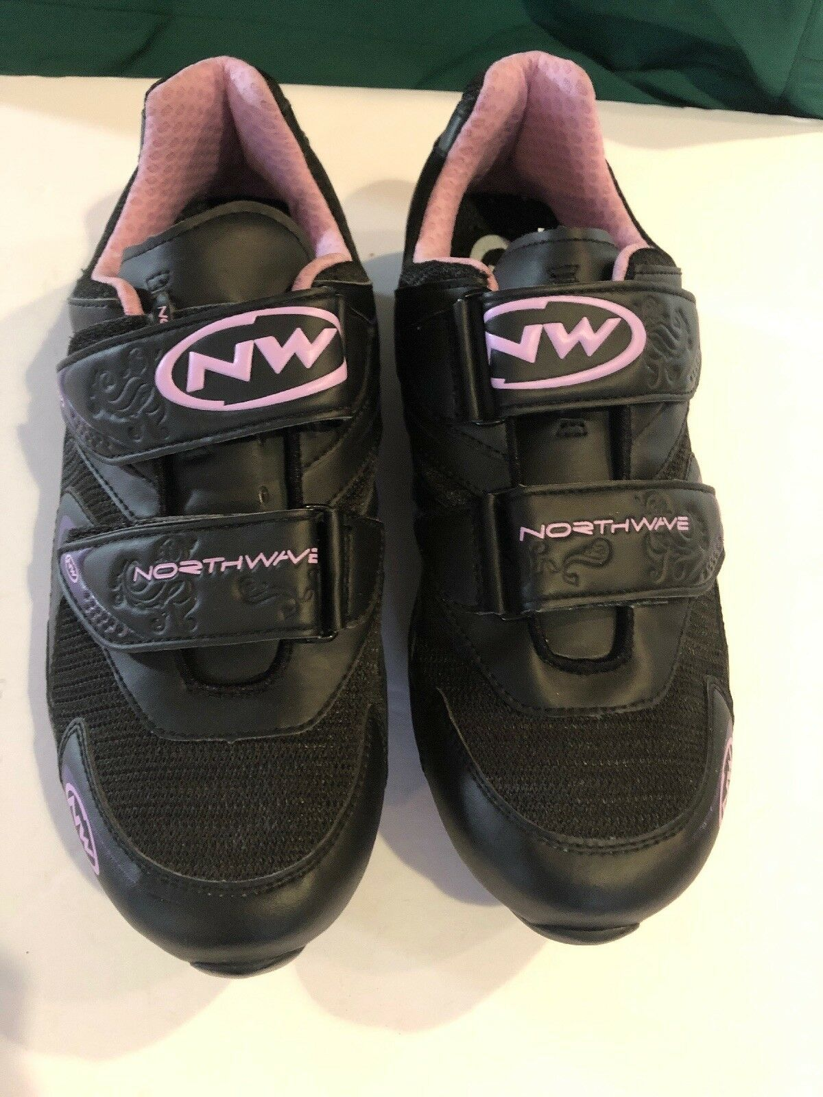 NEW Damenschuhe Cycling Northwave Cycling Damenschuhe Schuhes.  Heel Retention System. 777686