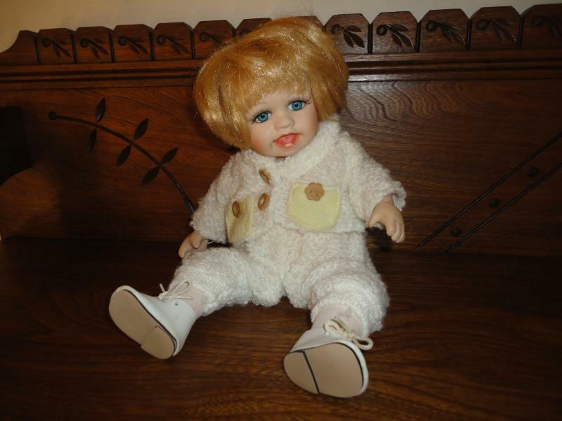 Porcelain Musical Moving Baby Doll w Teeth Glass Eyes Wind up Twinkle Lil Star
