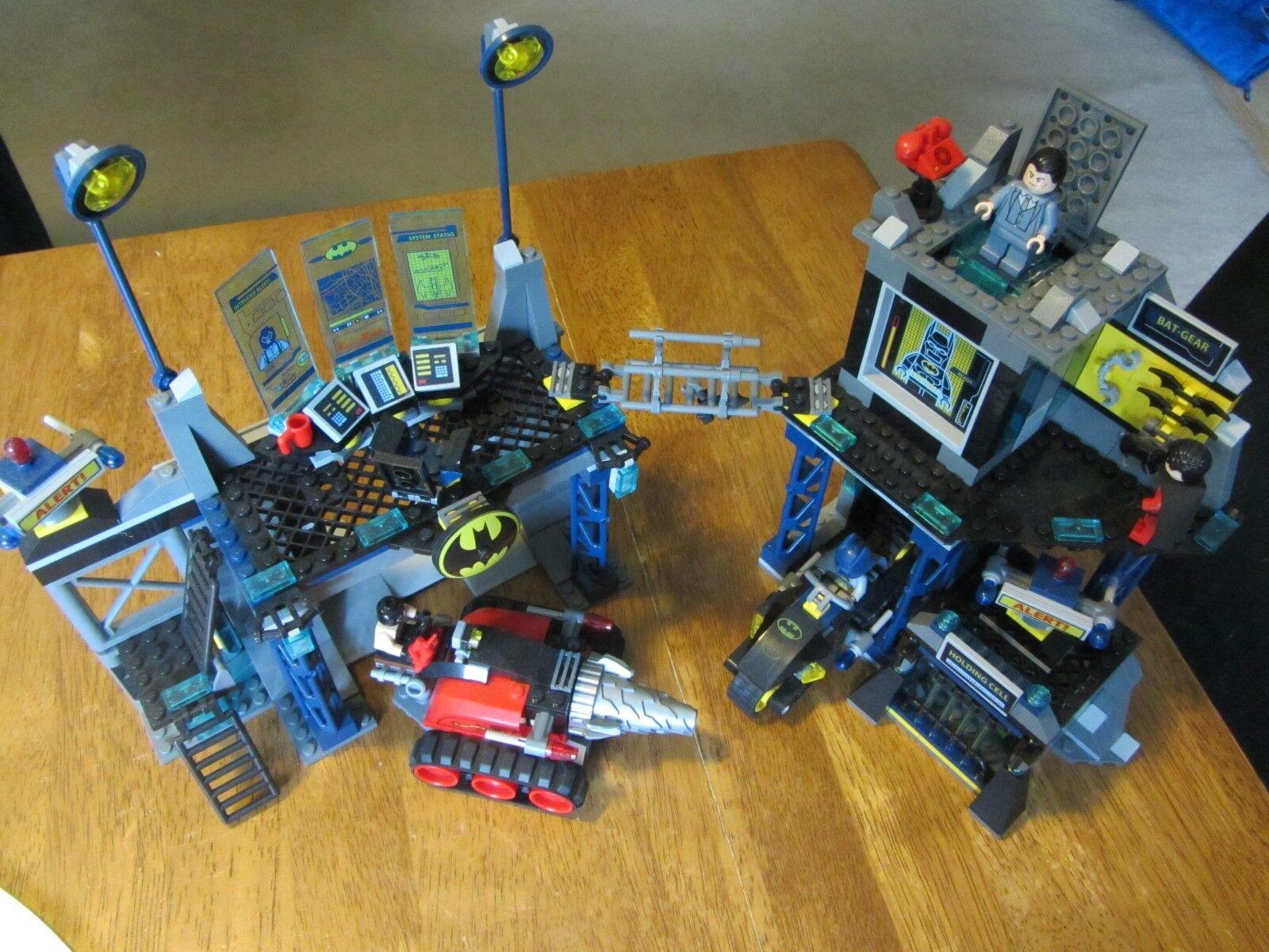 Lego set 6860 The Batcave