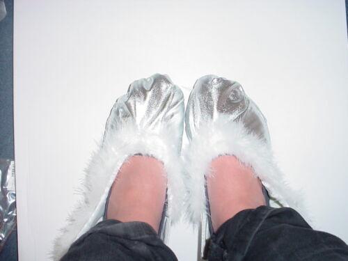 HW151 Silver Fluffy Fairy// Princess Shoe Covers Fancy Dress Size  Medium