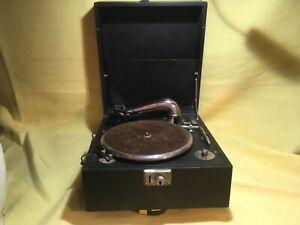 Vintage-wind-up-gramophone