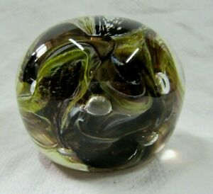 lot74-Vintage-Quality-Blown-Glass-Paperweight-with-Pontil-Mark-3-034-x-2-034