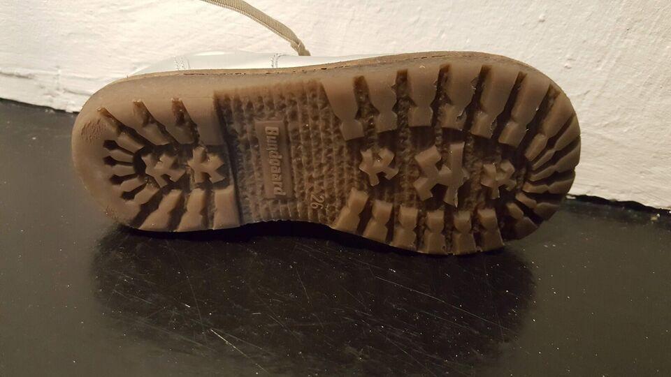 Sneakers, str. 26, Bundgaard