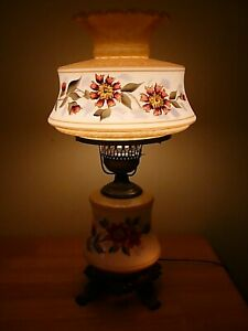 Beautiful-White-Raised-Floral-Hand-Painted-3-Way-Vintage-GWTW-Parlor-Table-Lamp