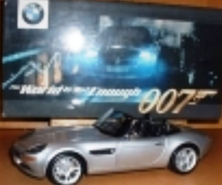 Kyosho BMW Z8 Modèle Voiture De Sport James Bond 007 Le monde ne suffit pas 1 18th