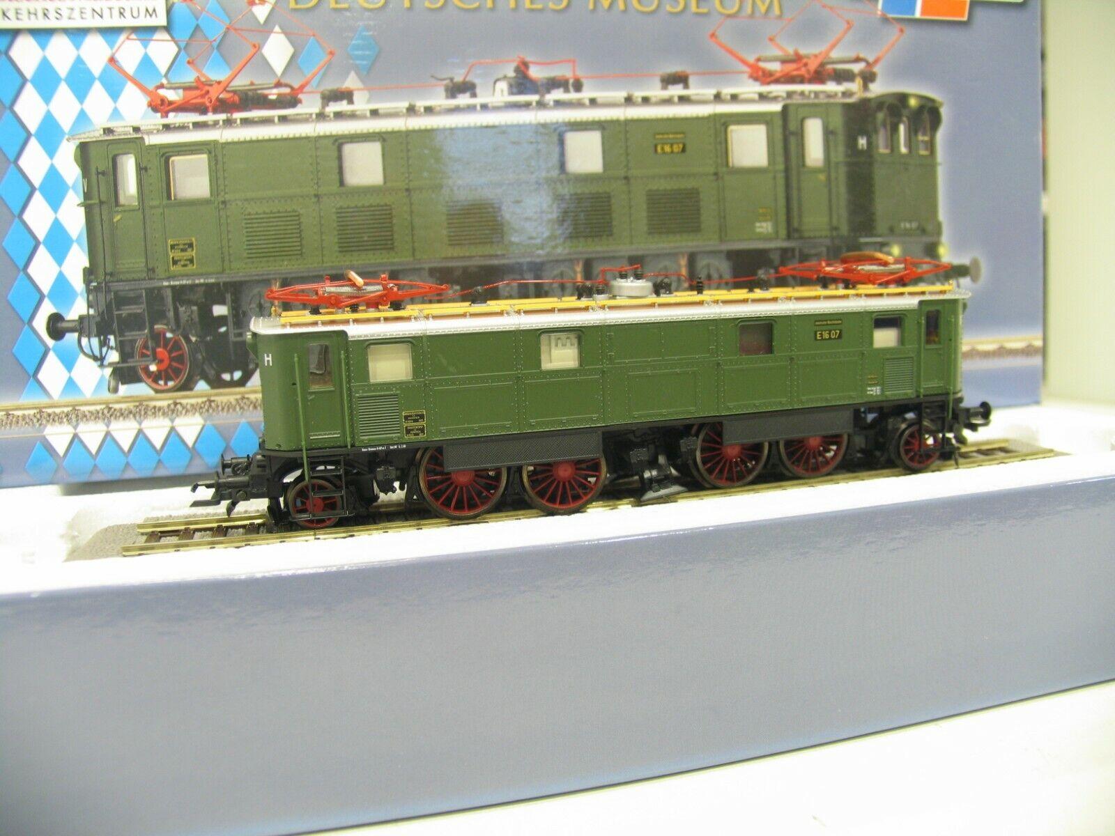 Roco 63622 e-Lok e16 verde de la DB museo Edition js815
