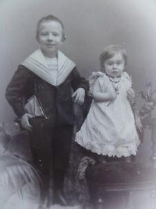 Geschwisterportrait-Junge-mit-kleiner-Schwester-Foto-Fotographie-Reimers
