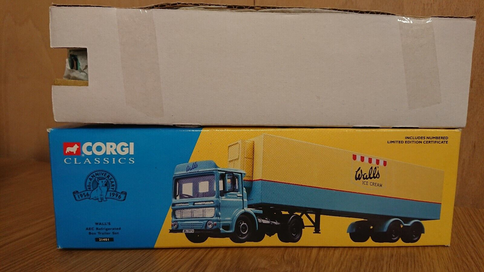 Corgi 21401 WALL'S ICE CREAM AEC Refridgerated Box Trailer Ltd Edition