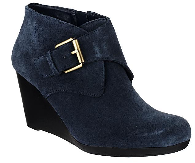 Isaac Mizrahi Live Live Live  Gamuza botas al tobillo con hebilla Botines de cuña de mujer azul 8.5W  mas barato