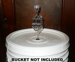BUCKET-LID-DRILLED-amp-GROMMETED-WITH-AIRLOCK-FITS-MOST-5-6-amp-6-5-GAL-FERMENTERS