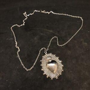 Collana cuore sacro ex voto metallo bagno argento 5x3,5 cm vintage raggiera