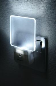 Stylish-LED-Night-Light-with-Auto-On-Off-Sensor-for-UK-Mains-Outlets