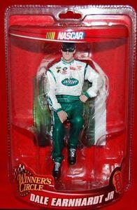 Dettagli su NUOVO Dale Earnhardt Jr WINNERS Circle FIGURINA #88 NASCAR oggetto da collezione mostra il titolo originale