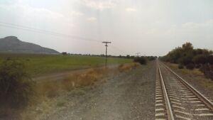 80 has. Rancho con pozo, carretera y vías férreas, Querétaro.