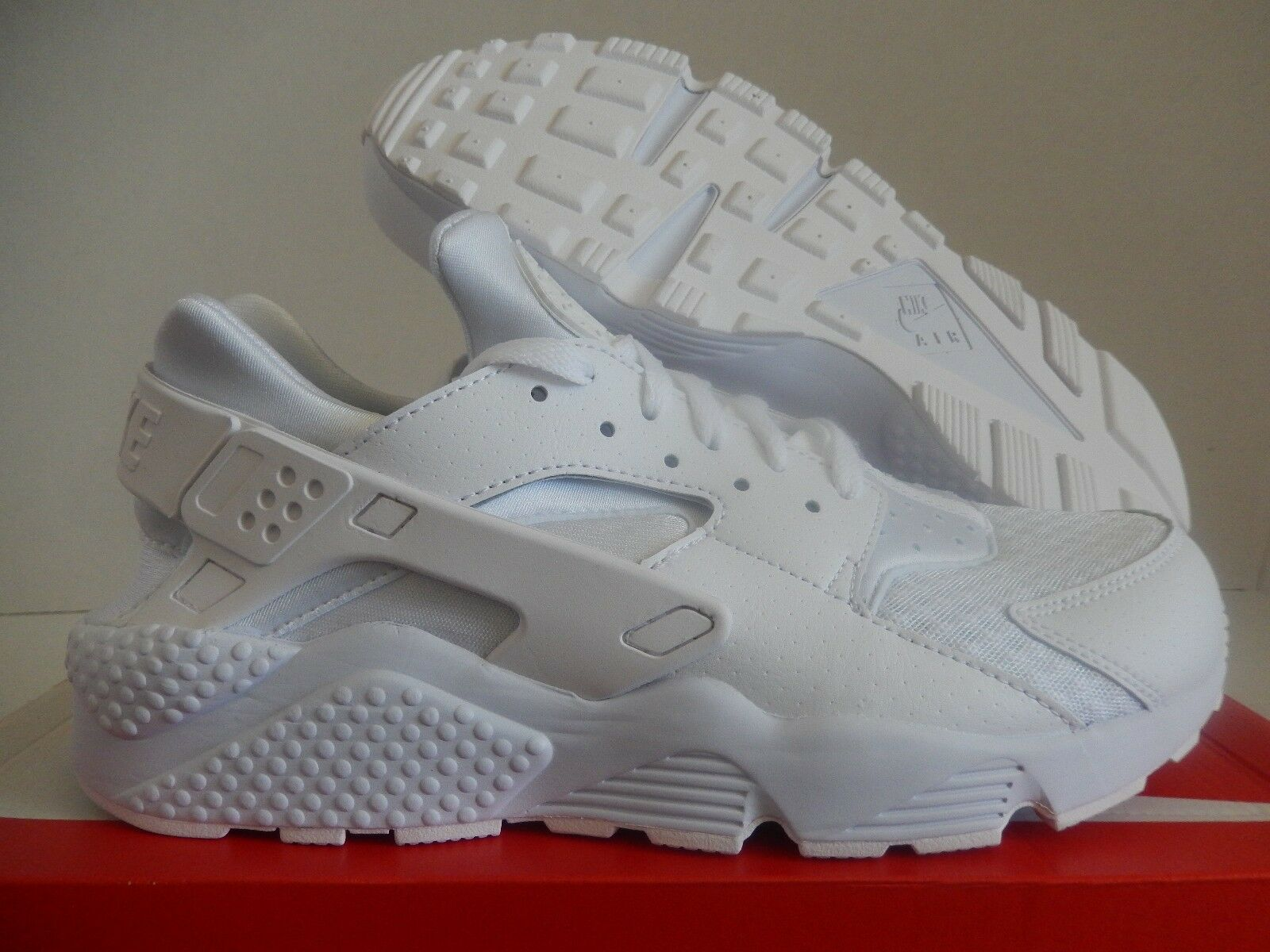 MENS NIKE AIR HUARACHE TRIPLE WHITE SZ 9.5 [318429-111]