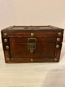 Vintage-Wooden-Wood-Box-Trunk-Trinket-w-Antique-Gold-Hardware-Butterfly-Emblem