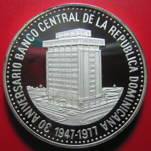 1977-DOMINICAN-REPUBLIC-30-PESOS-PROOF-2-3oz-SILVER-CENTRAL-BANK-HUGE-COIN-50mm
