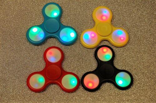 3 Pezzi Fidget Spinner di Plastica con le Luci LED Finger Spinner
