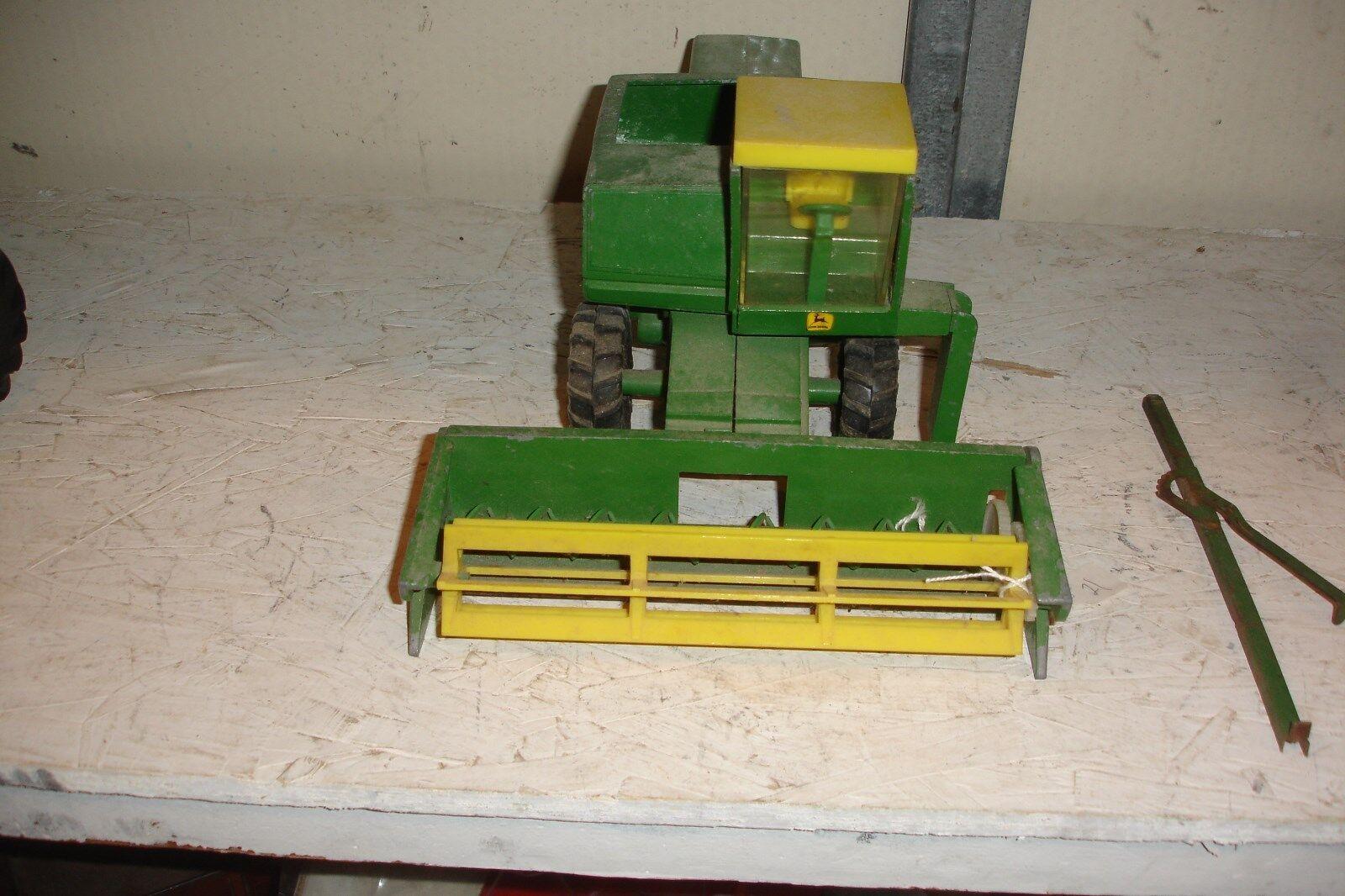 1 28 John Deere 6600 combiner