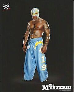 REY-MYSTERIO-WWE-WRESTLING-8X10-LICENSED-PROMO-PHOTO-NEW-10