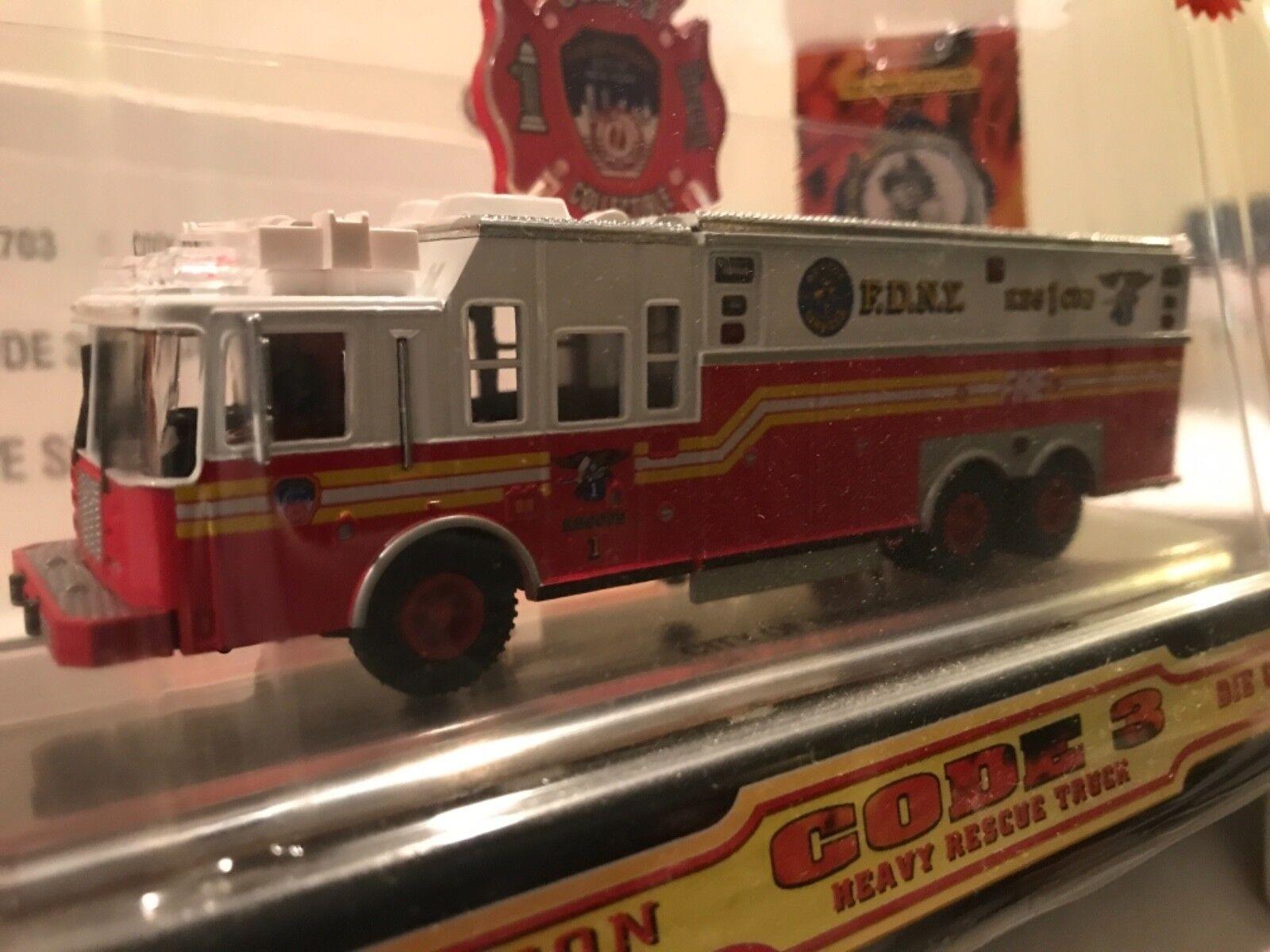 Code 3 FDNY Saulsbury Heavy Rescue 5 Limited Edition 1 64