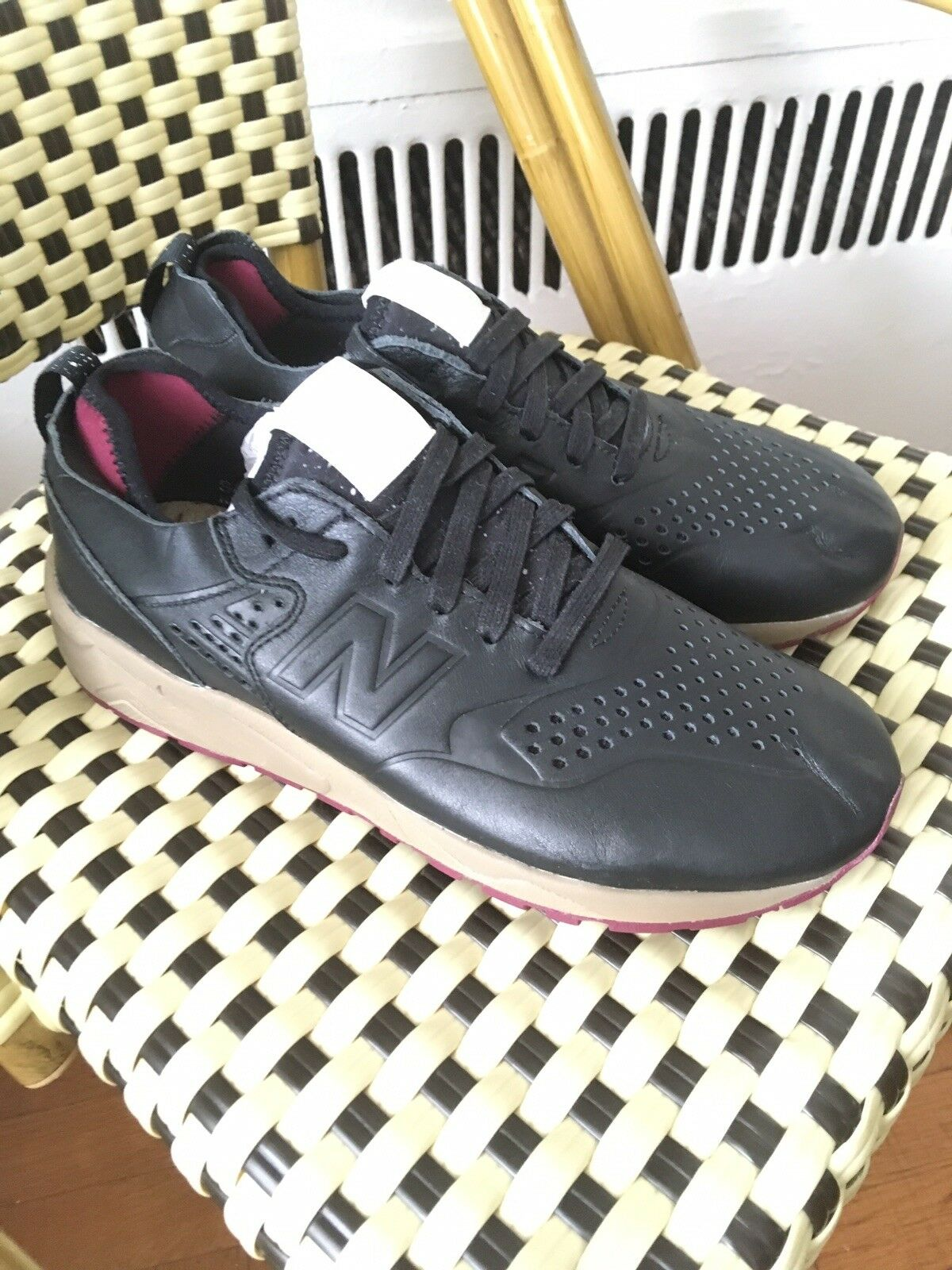 New Balance MRT 580 Leather Running Sneakers Size 9.5