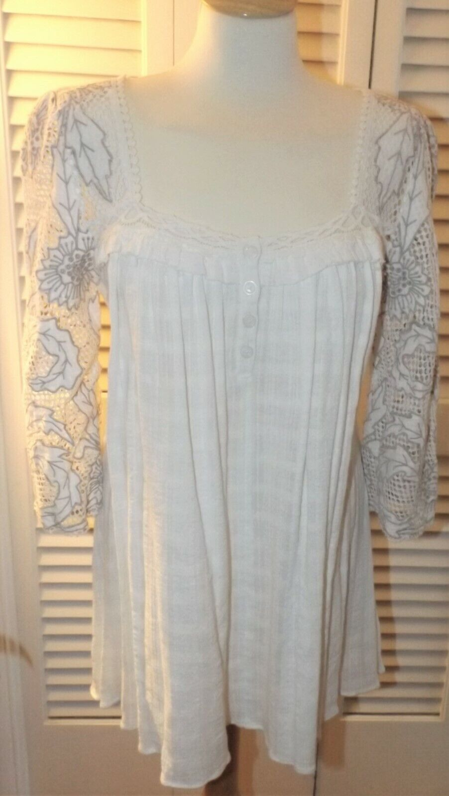 NWT Free People Ivory Floral Embrodered Shirt Top M Womens
