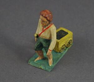 Grulicher-Krippenfigur-Junge-mit-Handwagen-7-cm-Holz-geschnitzt-11769