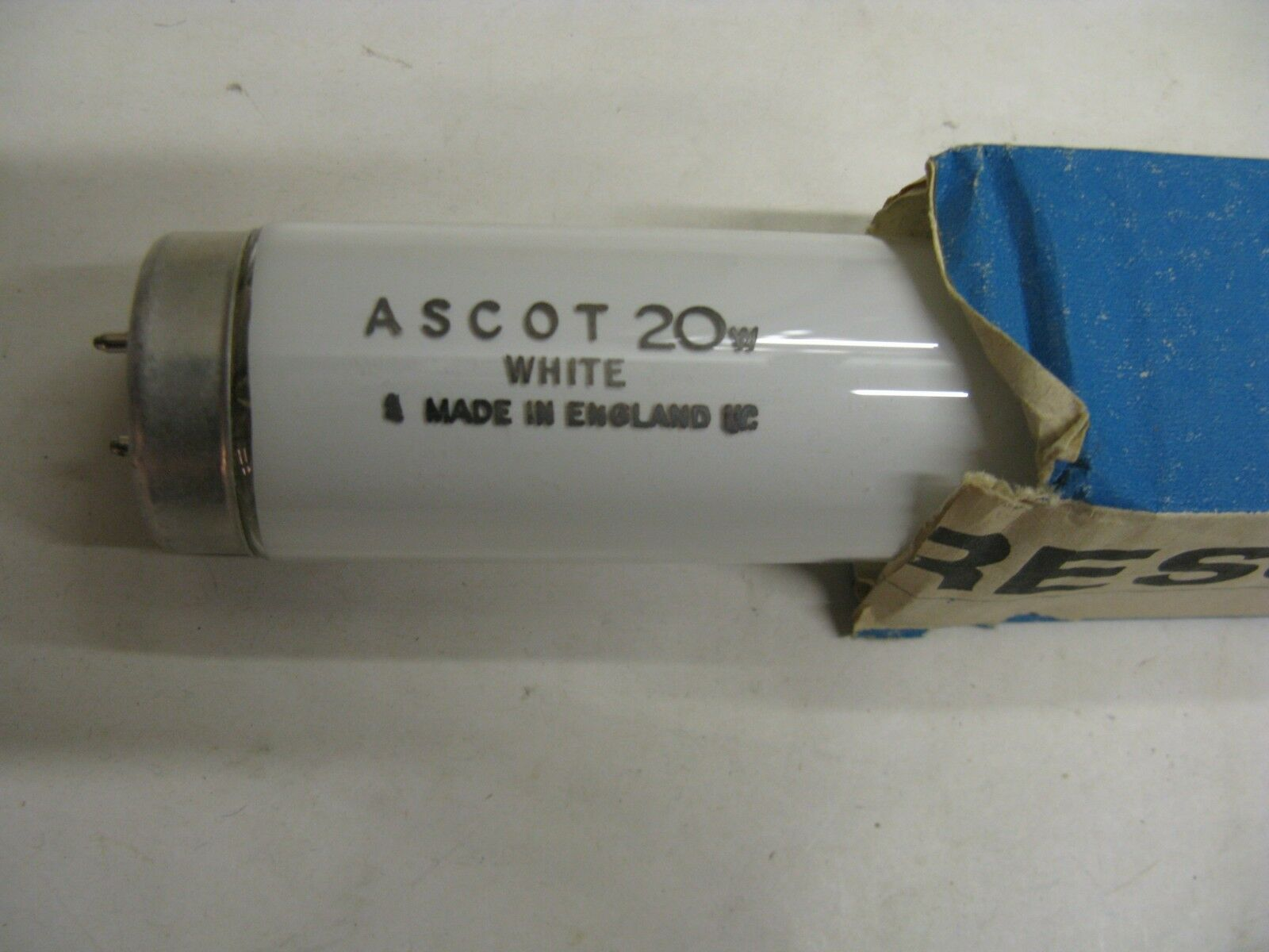 Caja de 14 X Ascot T12 20W 2ft Tubos Fluorescentes lámparas de bulbo blancooo Trabajo Lote Made