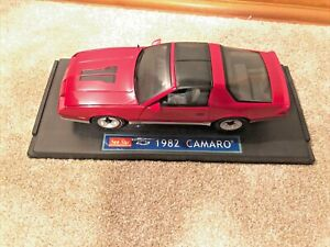 1:18 Sunstar 1982 Chevrolet Camaro Z/28 Red T-Top Simon & And Simon GM Chevy