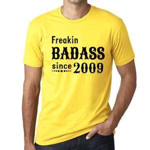 Freakin-Badass-Since-2009-Hombre-Camiseta-Amarillo-Regalo-De-Cumpleanos-00396