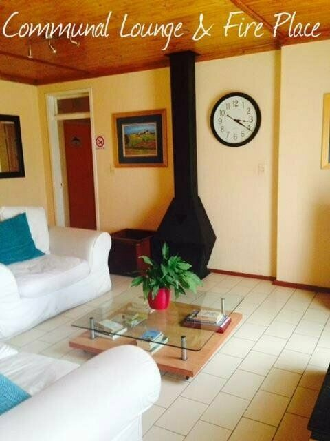 Commuters Convenience Earth Suite Month 2 Month Rental Serviced Secure Incl WL Laundry