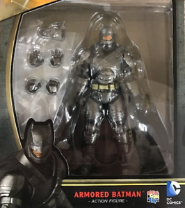 DC Mafex Batman V Superman Armored Batman Action Figure #23