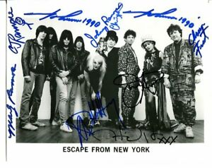 THE-RAMONES-BLONDIE-TALKING-HEADS-ESCAPE-FROM-NEW-YORK-SIGNED-BY-9-E411