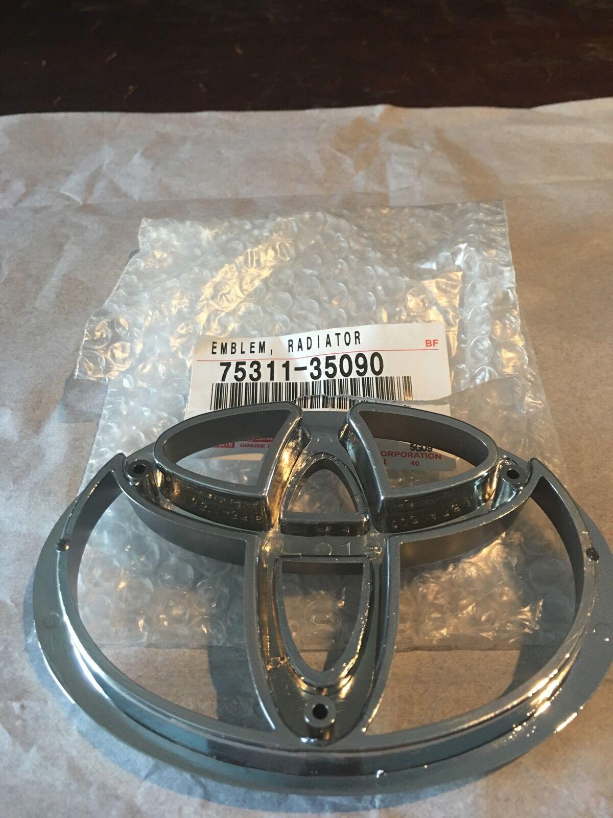 GENUINE FRONT GRILLE EMBLEM TOYOTA TACOMA 1995 OEM 7531135090 BADGE 04020