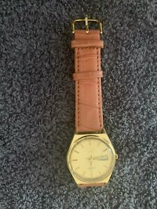 Seiko 5 Automatic Gold plated with leather strap looks good good working order.